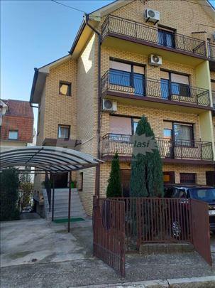 Porodična kuća u centru Žarkova