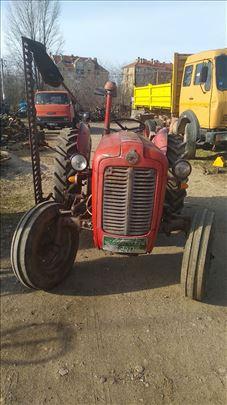 Продајем трактор са косачицом