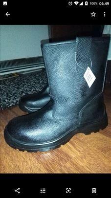Čizme sa krznom dužina gazišta 28 cm,broj 44,nove