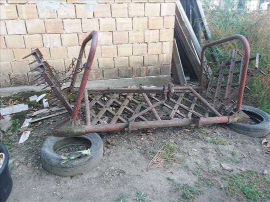 Prodajem poljoprivredne mašine