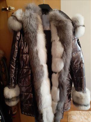 Kvalitetna jakna od prirodnog krzna lisice