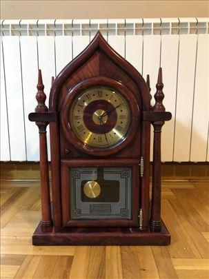 Prelep drveni sat, ručna izrada