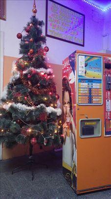 Samouslužni Vending aparat-automat za kafu i tople