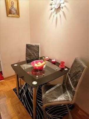 Sto + 2 kožne stolice za trpezariju - novo