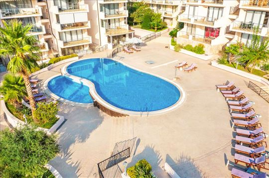 Crna Gora, Pržno, apartman sa bazenom