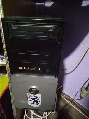 """Kompjuter-kućište sa monitorom 19 """" plus tastatura"""