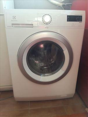 Mašina za pranje i sušenje veša Electrolux