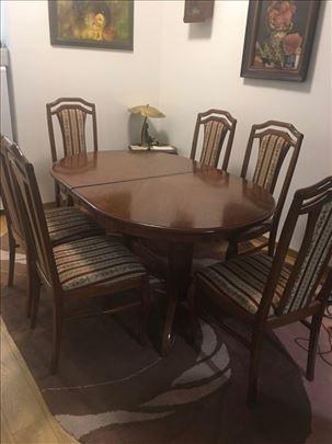 trpezarijski sto sa 6 stolica i vitrina