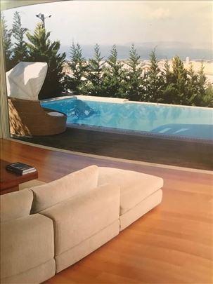 Luxury villa overlooking the sea