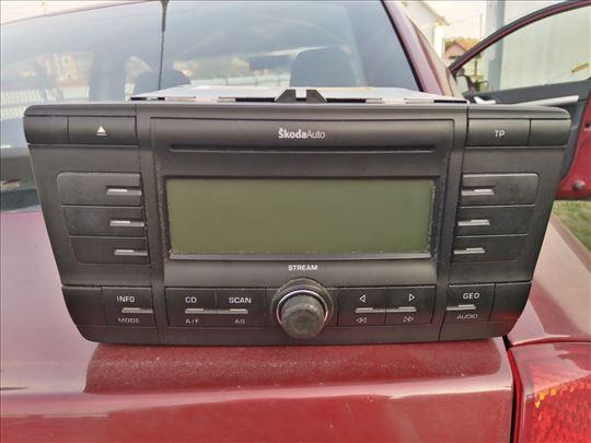 Originalni CD player Skoda Octavia a5