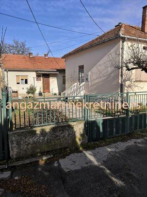 Jagodina-dve kuće u dvorištu od 67 i 92kvm na 3,3a