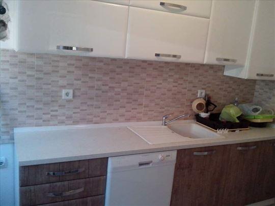Kuhinje,sudopere,regali klizni,plakari po meri