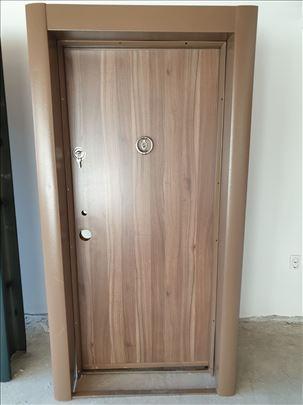Vrata ulazna 110×220 i 110x240
