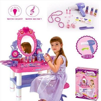 Sto i stolica za šminkanje sa opremom
