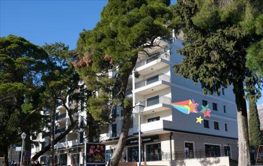 Apartman u centru Trebinja, bazen, parking