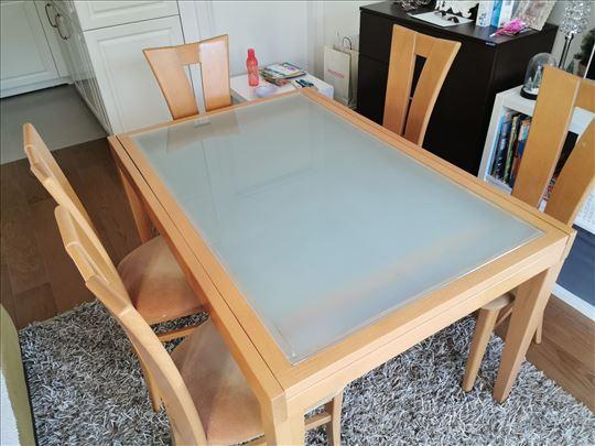 Očuvan sto i stolice