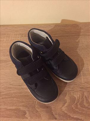 Kozne cipele broj 24