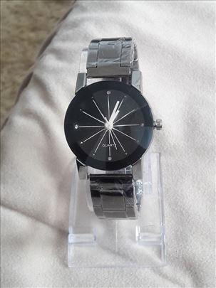 Ženski sat prelepog dizajna MN novo