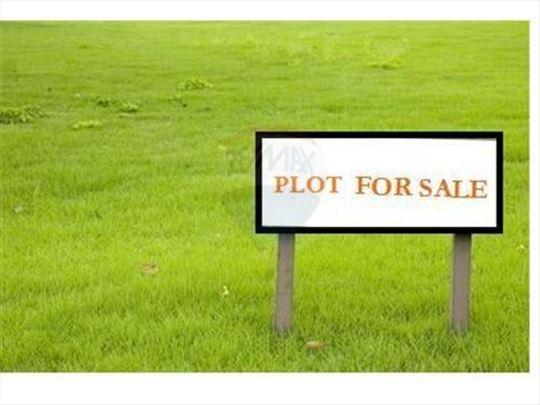 Prodaje se plac na samo 100 metara od mora