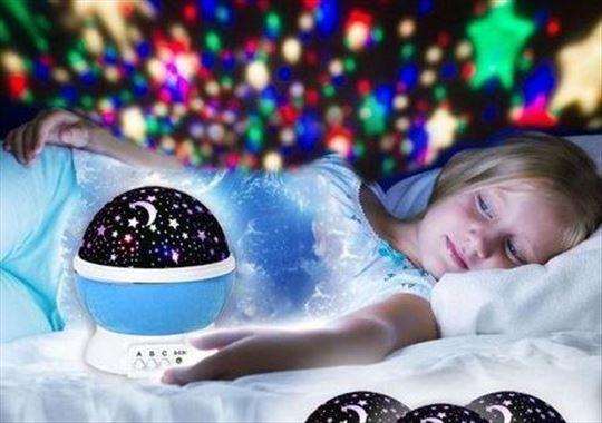 Čarobna rotirajuća dečija led lampa -zvezdano nebo