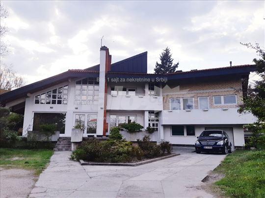 Vila 352+43 m2 na 15 ari placa