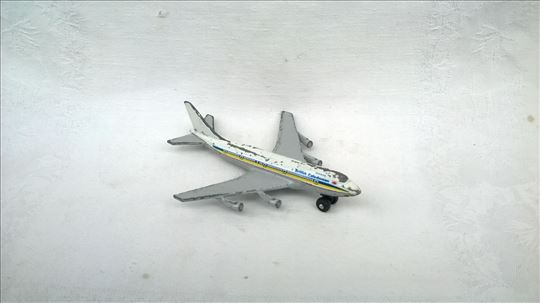 Matchbox avion Boing 747 ,11 cm.Macau,izgreban
