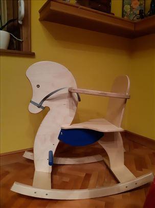 Ljuljaška konjić