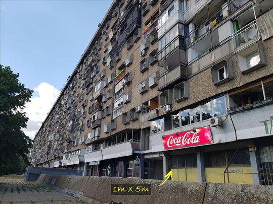 Reklama na zgradi Novi Beograd