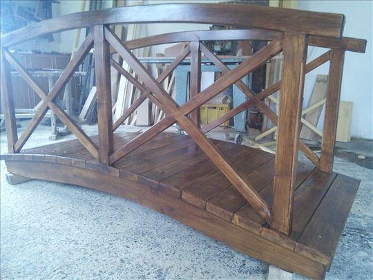 Drveni most za dvorista.