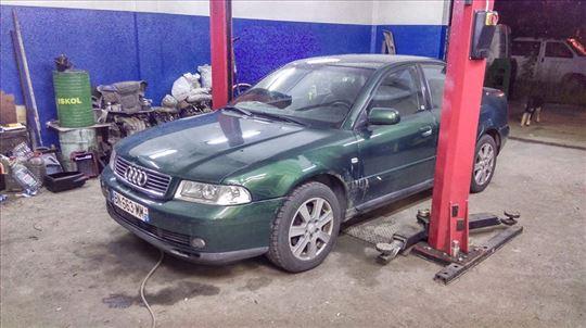 Audi A4 B5 (2000. God) u delovima!