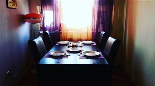 Trepezerijski sto i stolice