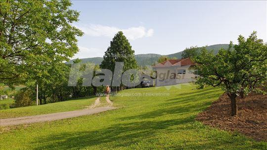 Prodajem kuću 150 m2, pomoćne objekte i zemljište