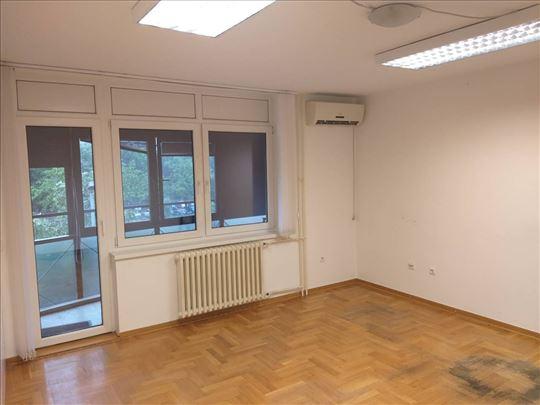 Blok 21, stan idelan za PP, 5 kancelarija, garaža