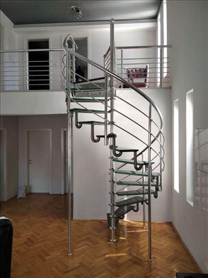 Ugradne stepenice od lomnjenog stakla