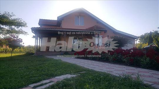Prodajem kuću sa lokalom na Kolarskom putu