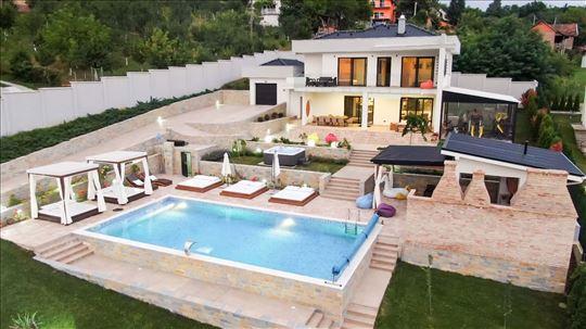 Moderna , luksuzna vila sa spa centrom i bazenom