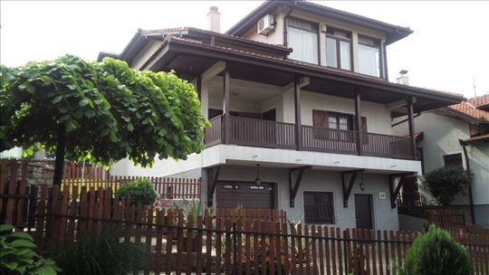 Podnožje Avale-  sjajana kuća 465m2 /1250m2 placa