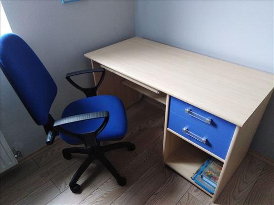 Skoro nov radni sto i stolica za decju sobu