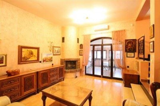 Elegant four bedroom home in Dedinje