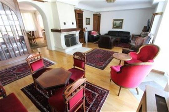 Five bedroom home 1 minut from the french school