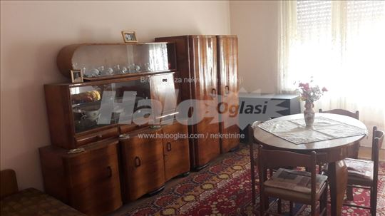 Prodajem dvoiposoban stan u Zaječaru