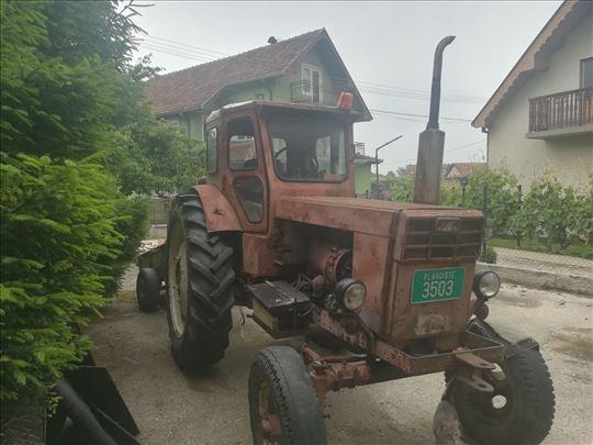 Menjam traktor Belorus T-40
