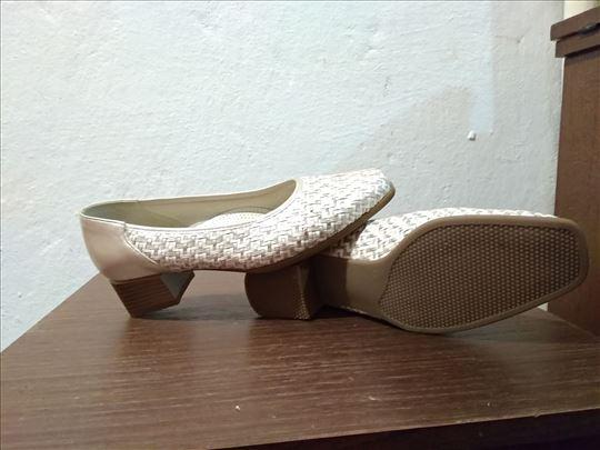 Srebrno-bele letnje cipele br. 39