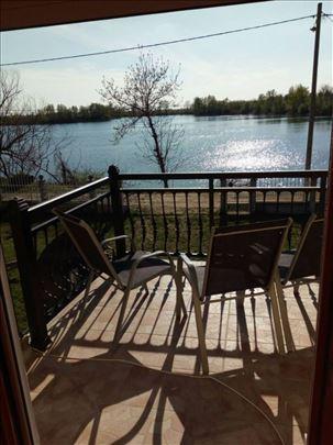 Vikendica za izdavanje na šaranskom jezeru u Beloj