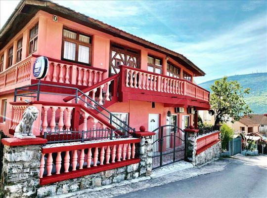 Crna Gora, Đenovići, apartmani sobe 150m od mora