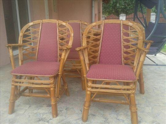 Prodajem baštenske stolice