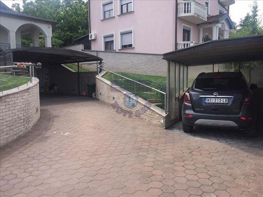 Sremska Kamenica, Tatarsko brdo, Kuća, 686m2