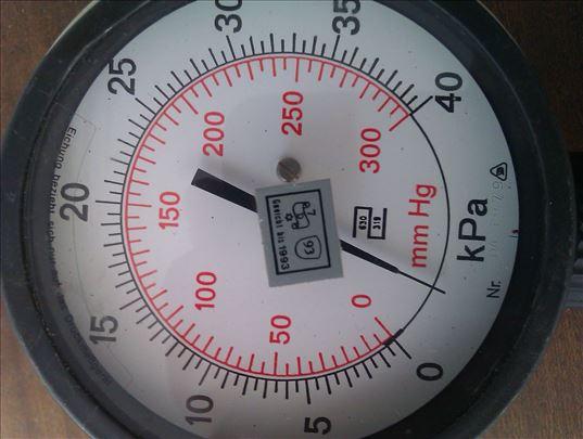 Manometar za merenje pritiska sa pumpicom