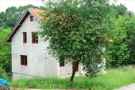 Nezavršena kuća u selu Tršiću