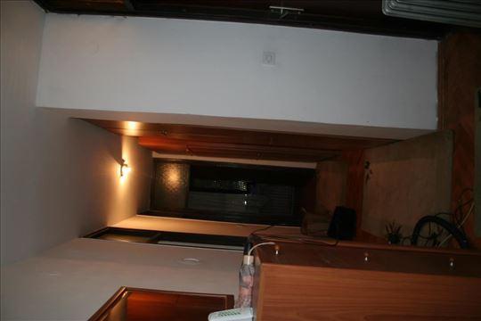 -Na prodaju stan u naselju Ledena stena....